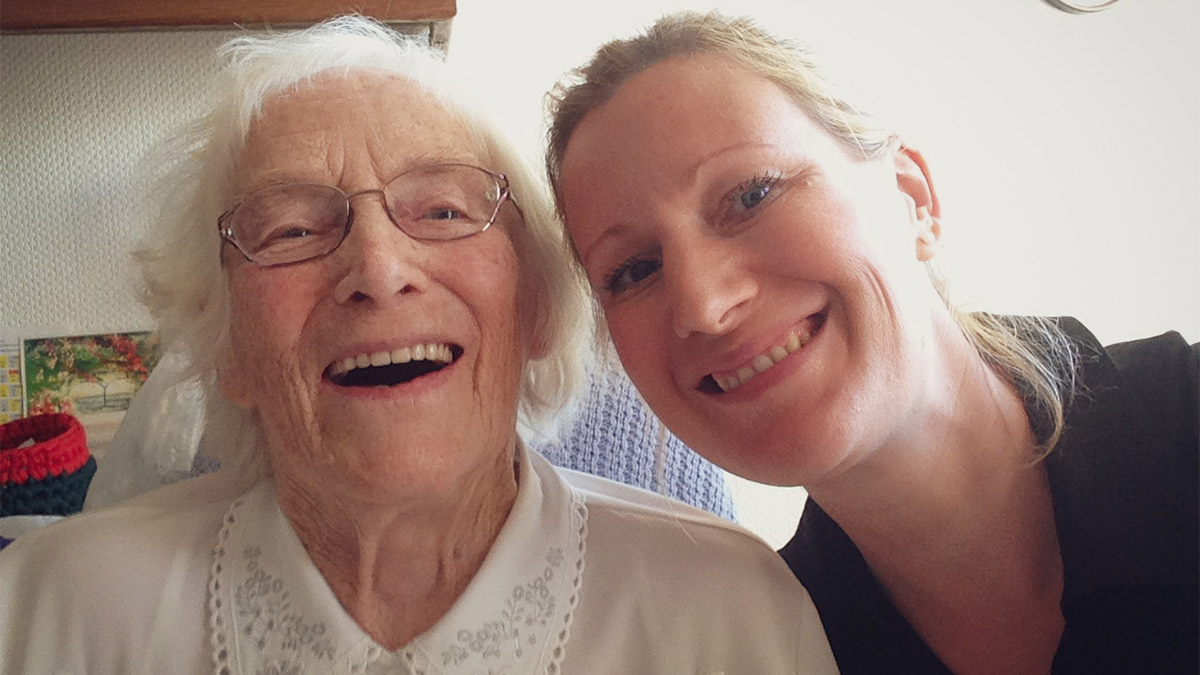 Sparen mit Oma Elli - Daniela mit ihrer Oma Elli