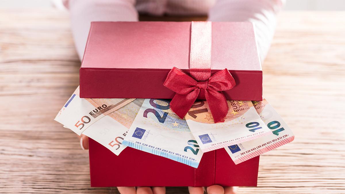Geschenktes Geld vom Chef: Geschenkbox mit Geld